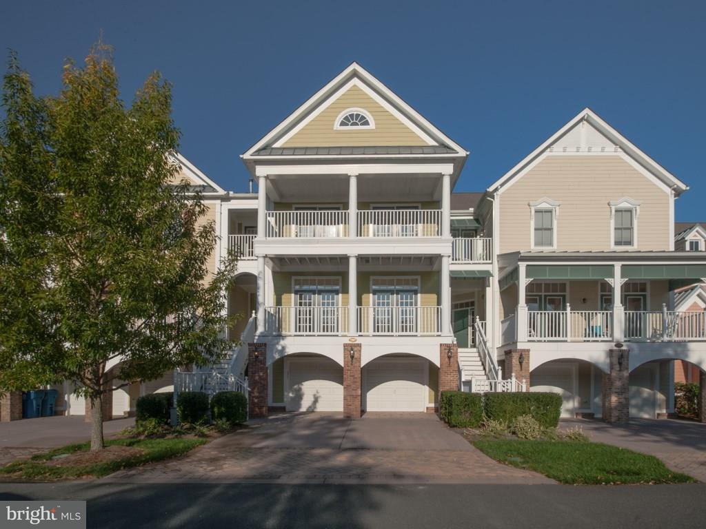 1001570820-300419439922 Sandi Bisgood - Real Estate Agent
